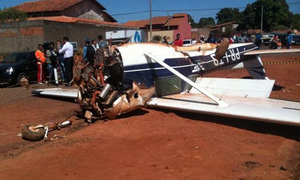 PT LTB Canal Piloto Cessna 150 PR LTB faz pouso forçado em avenida de Goiânia (GO)