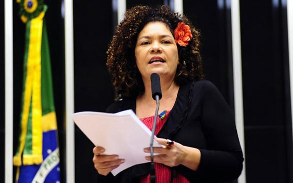 Perpetua Almeida Canal Piloto Deputada afirma que possui assinaturas para criar CPI das Companhias Aéreas
