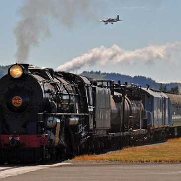 Há um trem cruzando a pista!